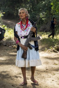 CHINICUILA, MICHOACÁN, 11FEBRERO2014.- En el municipio michoacano de Chinicuila, en mayo de 2013, se conformó y alzó en armas la policía comunitaria frente al terror impuesto por grupos criminales. En 15 días sacaron a los Caballeros Templarios permitiendo que hoy se respire la paz. Diez años antes, inició una organización ciudadana, conformada en un Concejo Popular, que obliga a las autoridades municipales a acatar la voz del pueblo. Este 26 de enero, se llevó a cabo la más reciente asamblea del Concejo que agrupa 40 encargaturas del orden, cada una conformada a su vez por un promedio de 20 ranchos en un municipio que cuenta con 7500 habitantes. FOTO: JUAN JOSÉ ESTARADA SERAFÍN /CUARTOSCURO.COM